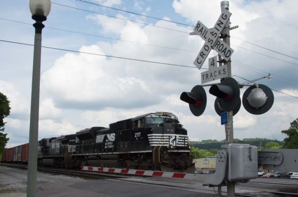 grade-crossings-train
