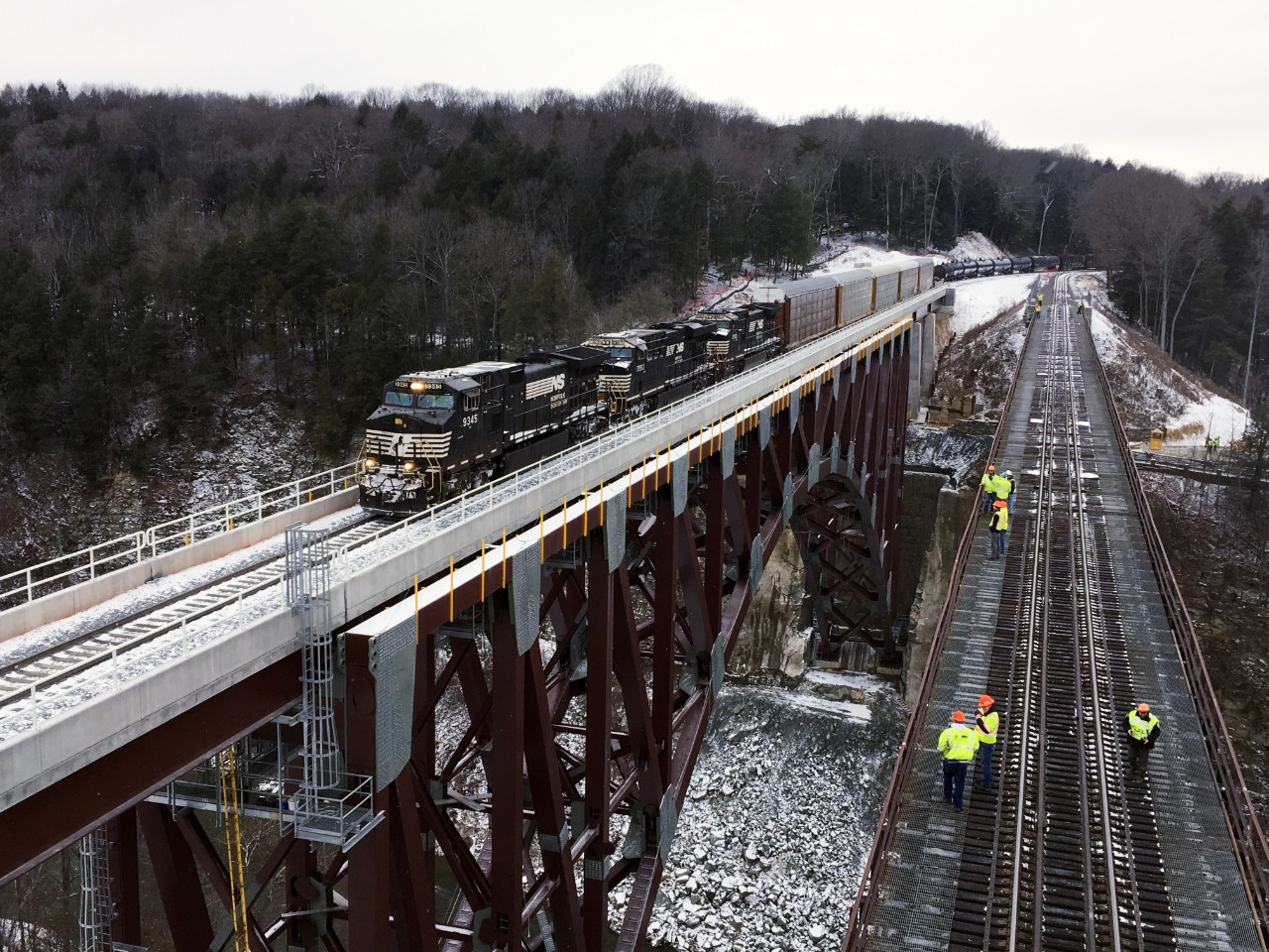 Norfolk Southern train 36T crossing the new Portageville Bridge